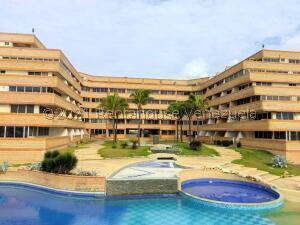 Apartamento En Ventaen Tucacas, Tucacas, Venezuela, VE RAH: 21-27138