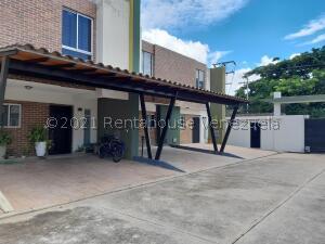 Townhouse En Ventaen Municipio Naguanagua, El Rincon, Venezuela, VE RAH: 21-27251