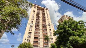 Apartamento En Ventaen Maracay, Urbanizacion El Centro, Venezuela, VE RAH: 21-27287