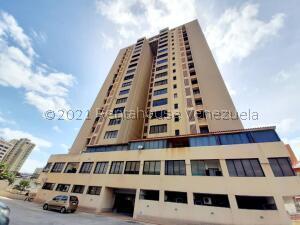 Apartamento En Alquileren Maracaibo, Avenida Bella Vista, Venezuela, VE RAH: 21-27332