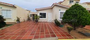 Townhouse En Ventaen Maracaibo, Doral Norte, Venezuela, VE RAH: 21-27371