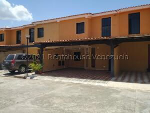 Casa En Ventaen Municipio San Diego, La Cumaca, Venezuela, VE RAH: 21-27433