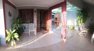 Casa En Ventaen Coro, Sector Independencia, Venezuela, VE RAH: 21-27456