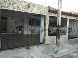 Casa En Ventaen Valencia, Parque Valencia, Venezuela, VE RAH: 21-27478