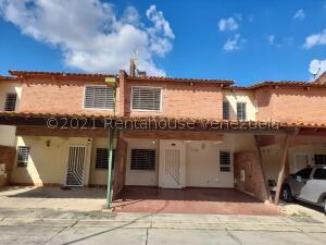 Townhouse En Ventaen Municipio San Diego, Villa Jardin, Venezuela, VE RAH: 21-27471