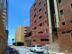 Apartamento En Ventaen Tucacas, Tucacas, Venezuela, VE RAH: 21-27524