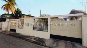 Casa En Ventaen Maracay, La Coromoto, Venezuela, VE RAH: 21-27563