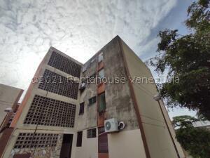 Apartamento En Ventaen Cabudare, Parroquia Cabudare, Venezuela, VE RAH: 21-27566