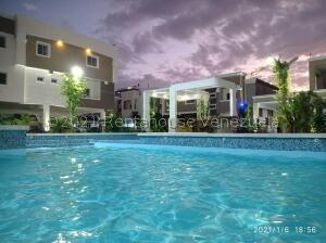 Apartamento En Ventaen Ciudad Ojeda, Avenida Vargas, Venezuela, VE RAH: 21-13125