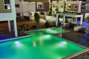 Apartamento En Ventaen Ciudad Ojeda, Avenida Vargas, Venezuela, VE RAH: 21-13131