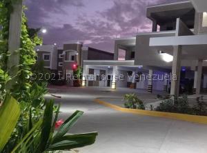 Apartamento En Ventaen Ciudad Ojeda, Avenida Vargas, Venezuela, VE RAH: 21-13137