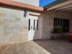 Casa En Ventaen Punto Fijo, Puerta Maraven, Venezuela, VE RAH: 21-27775
