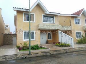 Casa En Ventaen La Victoria, Avenida Victoria, Venezuela, VE RAH: 21-27807