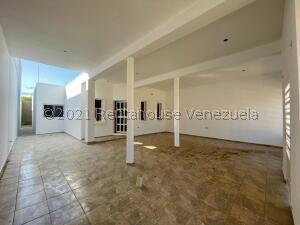 Townhouse En Ventaen Punto Fijo, Puerta Maraven, Venezuela, VE RAH: 22-1572