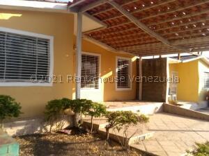 Casa En Alquileren Barquisimeto, Parroquia El Cuji, Venezuela, VE RAH: 21-27886