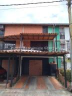 Townhouse En Ventaen Guarenas, Nueva Casarapa, Venezuela, VE RAH: 21-27984