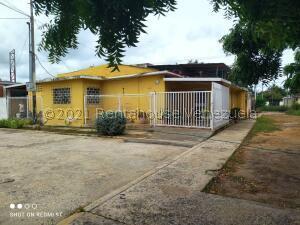 Casa En Ventaen Cabimas, Las 50, Venezuela, VE RAH: 21-28102