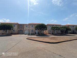 Townhouse En Ventaen Maracaibo, Avenida Milagro Norte, Venezuela, VE RAH: 21-27968