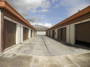 Galpon - Deposito En Alquileren Municipio San Diego, Monteserino, Venezuela, VE RAH: 21-28052