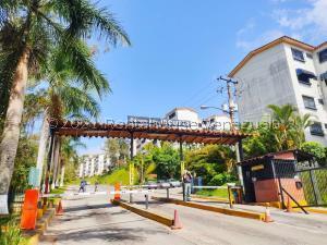 Apartamento En Ventaen Los Teques, La Quinta, Venezuela, VE RAH: 21-28119