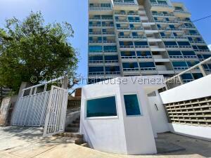 Apartamento En Ventaen Catia La Mar, Playa Grande, Venezuela, VE RAH: 21-17567