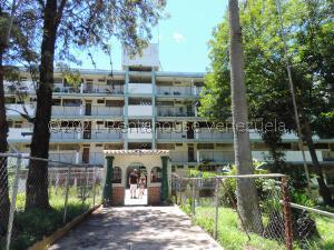 Apartamento En Ventaen Caracas, Caricuao, Venezuela, VE RAH: 21-28209