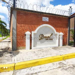Townhouse En Ventaen Guatire, Vega Arriba, Venezuela, VE RAH: 22-32