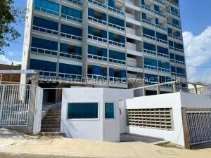 Apartamento En Ventaen Catia La Mar, Playa Grande, Venezuela, VE RAH: 21-20326