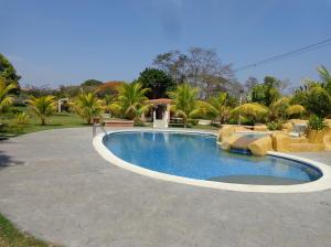 Casa En Ventaen Valencia, Safari Country Club, Venezuela, VE RAH: 22-204