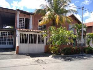 Casa En Ventaen Guatire, La Esperanza, Venezuela, VE RAH: 22-222