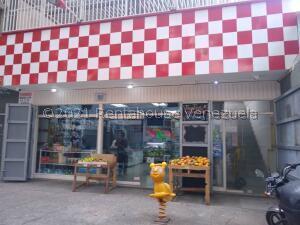 Local Comercial En Ventaen Caracas, Parroquia Altagracia, Venezuela, VE RAH: 22-352