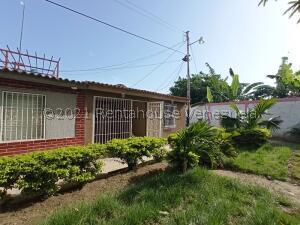Casa En Ventaen Cagua, Prados De La Encrucijada, Venezuela, VE RAH: 22-380