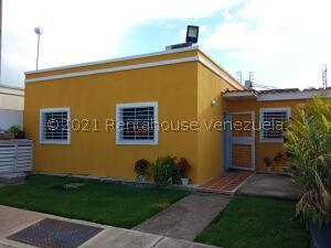 Casa En Ventaen Cabudare, Parroquia José Gregorio, Venezuela, VE RAH: 22-398