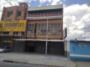 Edificio En Ventaen Maracay, Santa Rosa, Venezuela, VE RAH: 22-399