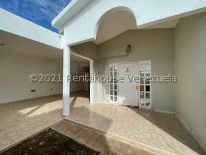 Casa En Ventaen Punto Fijo, Puerta Maraven, Venezuela, VE RAH: 22-562
