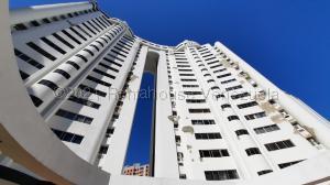 Apartamento En Ventaen Valencia, Los Mangos, Venezuela, VE RAH: 22-535