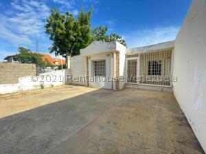 Casa En Ventaen Punto Fijo, Puerta Maraven, Venezuela, VE RAH: 22-560