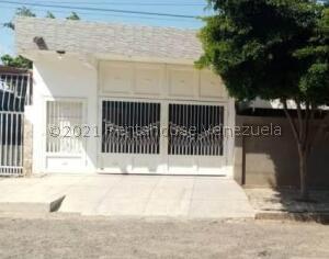 Casa En Ventaen Municipio San Francisco, Sierra Maestra, Venezuela, VE RAH: 22-625