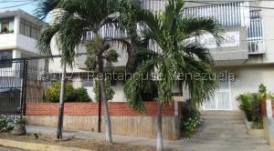 Apartamento En Ventaen Catia La Mar, Playa Grande, Venezuela, VE RAH: 22-1259