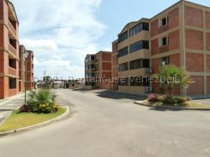 Apartamento En Ventaen Coro, Sector La Floresta, Venezuela, VE RAH: 22-3857