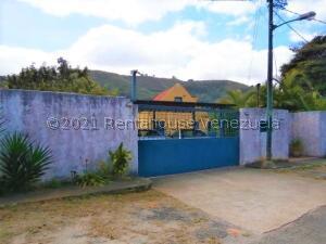 Casa En Ventaen Caracas, Karimao Country, Venezuela, VE RAH: 22-822