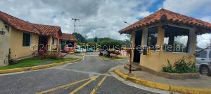 Casa En Ventaen Municipio Guaicaipuro, Parcelamiento Cortada Del Guayabo, Venezuela, VE RAH: 22-892