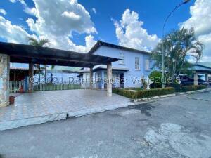 Casa En Ventaen Guatire, Vista Montana, Venezuela, VE RAH: 22-979