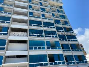Apartamento En Ventaen Catia La Mar, Playa Grande, Venezuela, VE RAH: 22-1325