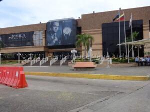 Local Comercial En Alquileren Maracaibo, Avenida El Milagro, Venezuela, VE RAH: 22-1173