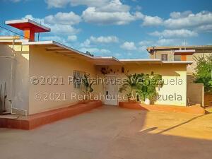 Casa En Ventaen Punto Fijo, Guanadito, Venezuela, VE RAH: 22-1242