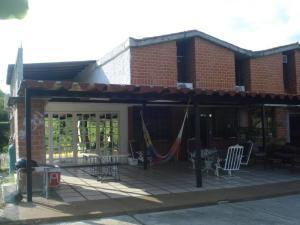 Townhouse En Ventaen Guarenas, Nueva Casarapa, Venezuela, VE RAH: 22-1287