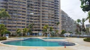 Apartamento En Ventaen Catia La Mar, Playa Grande, Venezuela, VE RAH: 22-4200