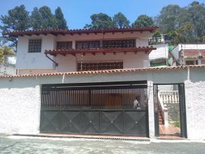 Casa En Ventaen San Antonio De Los Altos, El Picacho, Venezuela, VE RAH: 22-1390