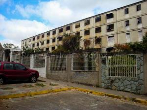Apartamento En Ventaen Caracas, Caricuao, Venezuela, VE RAH: 22-1537